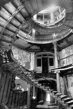 The New York City Lunatic Asylum on Blackwell's Island, New York City, NY. Opened 1839 and closed 1894. All that remains is the octagonal structure that was the centerpiece of the institution.