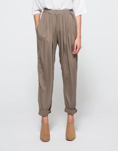 Pleats Pant in Light Grey