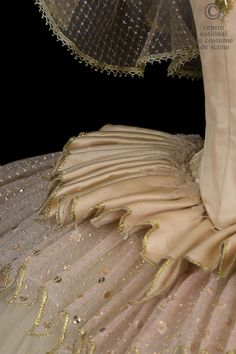 CNCS. Ballet:Sleeping Beauty Rudolf Nureyev after Marius Petipa CHOREOGRAPHER: Rudolf Nureyev after Marius Petipa DESIGNER: COSTUMER: Nicholas Georgiadis PRODUCTION DATE: 1989 PRODUCED IN: Opera / Garnier, Paris Opera National de Par: Elisabeth Maurin. Tutu short silk tulle and pink gold lamé, lace embroidered gold. Neckline, applying fully embroidered lace with sequins, rhinestones and pearl beads and gold. Detail
