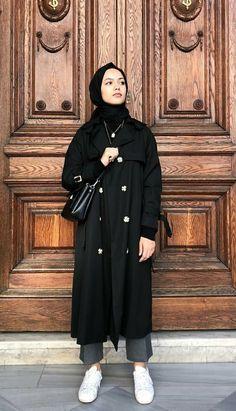 Fitnees fashion in 2020 Street Hijab Fashion, Muslim Fashion, Modest Fashion, Fashion Muslimah, Abaya Fashion, Hijab Elegante, Hijab Chic, Mode Ootd, Mode Hijab