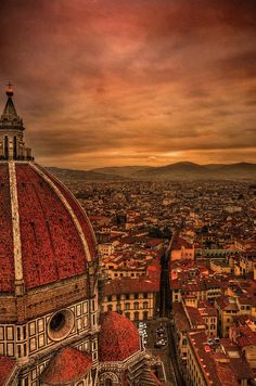 Sunset at Florence, Italy. I have been there! Gorgeous cathedral. Beautiful city.