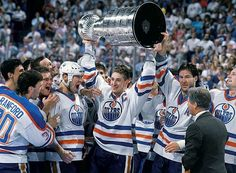 Wayne Gretzky is all smiles as Bill Ranford, Esa Tikkanen, Mark Messier, and Kevin Lowe look on after Edmonton defeated Boston in five games to claim the 1988 Stanley Cup. This year's Kings squad are. Hockey Players, Tennis Players, Hockey Logos, Hockey Highlights, Mark Messier, Hockey Boards, Stanley Cup Finals, Wayne Gretzky