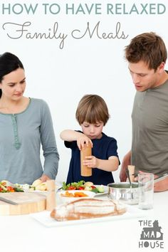 How do you have relaxed family meals? Follow these simple tips to make sure you can prioritise family mealtimes and enjoy them! We know that children benefit from having meals as a family, but how can you make it relaxed and fun for everyone?