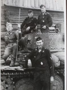 Bundesarchive Photos 1933 - all fields of WWII - Page 656 German Soldiers Ww2, German Army, Luftwaffe, Military Armor, German Uniforms, Battle Tank, World Of Tanks, Armored Vehicles, Germany