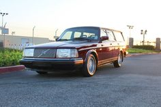Cars - To commemorate the production end of the iconic Volvo introduced a special model, the Classic'. New Trucks, Trucks For Sale, Cars For Sale, Volvo Wagon, Volvo Cars, Best Car Deals, Volvo 240, Ebay Usa, Station Wagon
