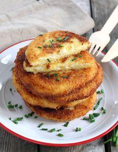 Des pancakes salés aux pommes de terre à accompagner d'une salade verte.