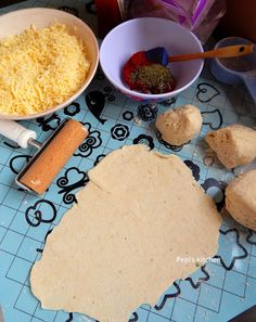 Pepi's kitchen: Εύκολη Πίτσα Μαργαρίτα Pizza Tarts, Pizza Dough, Margarita, Pie, Cheese, Baking, Party, Kitchen, Recipes