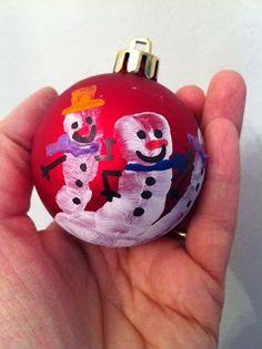 angyelmade: ...le palline decorate con la manina: per tenere un ricordo di come passa il tempo!