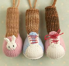 This is a pattern intended to be used as a supplement to any of my knitted animal toy patterns.