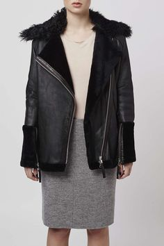 Nothing says luxury like this chunky biker jacket with soft shearling. Crafted in rebellious real leather, it comes in an oversized, edgy fit, with zip detail and a soft shearling collar. Made in Britain. Black Lace Crop Top, Lace Crop Tops, Topshop Boutique, Aviator Jackets, Cold Weather Fashion, Looks Chic, Leather Trousers, Shearling Jacket, Loose Hairstyles