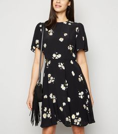Black Floral Flutter Sleeve Mini Dress New Look Teaching Outfits, Mini Dress With Sleeves, Black Pattern, Flutter Sleeve, New Dress, New Look, Latest Trends, Fitness Models, Short Sleeve Dresses