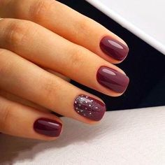 Trendy nails Burgundy Nails With Design Burgundy nail polish is a great choice for those wome Lamina Burgundy Nail Polish, Burgundy Nail Designs, Short Nail Designs, Dark Nails, Red Nails, Acrylic Nail Designs, Nail Art Designs, Nails Design, Salon Design