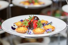 Mini lemon tartlets & chocolate dipped strawberries #london #catering #weddingfood