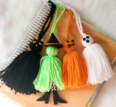 Really love this, from the Etsy shop PumpkinParcel. Spooky Halloween, Halloween Arts And Crafts, Fete Halloween, Homemade Halloween, Halloween Activities, Halloween Projects, Diy Halloween Decorations, Holidays Halloween, Halloween Ornaments