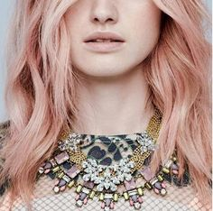 You need to try out rose-gold blonde hair this Fall. Gold Blonde Hair, Rose Gold Hair, Pastel Hair, Pink Hair, Volvo, Rose Blonde, Glitter Roots, Fall Hair Colors, Hair Colours