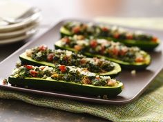 Basil and Parmesan-Filled Zucchini - QueRicaVida.com