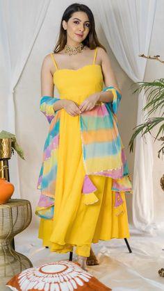 Party Wear Indian Dresses, Designer Party Wear Dresses, Indian Gowns Dresses, Indian Bridal Outfits, Kurti Designs Party Wear, Dress Indian Style, Indian Fashion Dresses, Indian Wear, Anarkali
