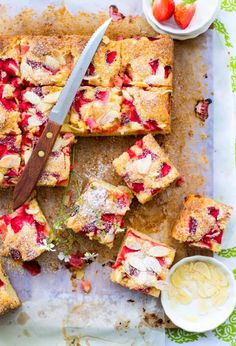 Strawberry Almond Olive Oil Traybake - The White Ramekins Just Desserts, Delicious Desserts, Dessert Recipes, Yummy Food, Baking Recipes, Cupcakes, Cupcake Cakes, Naked Cakes, Olive Oil Cake
