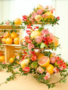 Incorporate spring fruits such as grapefruit into your next seasonal centerpiece #bfloralnyc #floraldesign