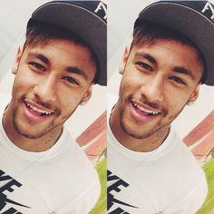 I love Neymar ♡ Neymar Jr, Brazilian Soccer Players, Memphis Depay, Play Soccer, Lionel Messi, Fc Barcelona, Football Players, Role Models, Sexy Men