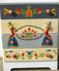 Provincetown Folk Artist Peter Hunt 1898-1967/decorated chest American/Cape Cod #Americana Art Furniture, Hand Painted Furniture, Upcycled Furniture, One Stroke Painting, Tole Painting, Painted Trunk, Light Pink Flowers, Dog Harness, Unique Art