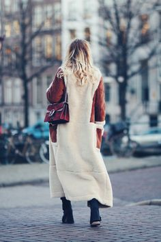 A LONG COAT TO KEEP | Asos shearling maxi coat, Weekday oversized sweater, black skinny jeans, Gucci Dionysus bag, Asos Eggshell ankle boots, Amsterdam fashion blogger | Queen of Jet Lags