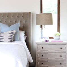 A peek into this master bedroom! Love how this custom nightstand turned out.  Also, this weeks favorite finds are up on www.beckiowens.com have a great weekend.  #cottonpointestates  Collab with @nicoledavisinteriors