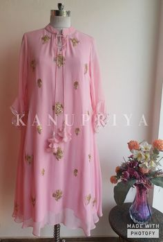 Beautiful Gota Patti motifs on Powder Pink Georgette Tunic with Neck Tie up and Tassels Pakistani Dresses, Indian Dresses, Indian Outfits, Eid Outfits, Kurti Designs Party Wear, Kurta Designs, Tunic Designs, Indian Attire, Indian Wear