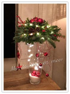 Good Photographs Weihnachten Ideas Among the most lovely and elegant kinds of flowers, we carefully picked the matching kinds and conve Christmas Vases, Christmas Flower Arrangements, Christmas Flowers, Christmas Centerpieces, Xmas Decorations, Christmas Art, Christmas Projects, Holiday Crafts, Christmas Holidays