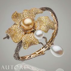 By @autorepearls #southseapearls #pearls #diamonds #sapphires #beauty #bangle #bracelet #pearllovers #mm_mucevhermagazin