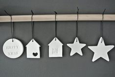 Looks and Houses: For a Christmas . White - Ideas and DIY .- Looks and Houses: Pour un Noël … Blanc – Idées et bricolage Looks and Houses: For a Christmas … White – Ideas and DIY- - Diy Xmas Ornaments, Clay Christmas Decorations, Christmas Crafts, Holiday Decor, Christmas Ideas, Dough Ornaments, Star Ornament, Noel Christmas, All Things Christmas