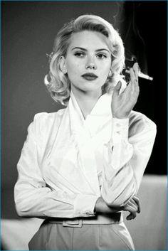 """Scarlett Johanson in """"The Black Dahlia. Dahlia Noir, Pretty People, Beautiful People, Black Dahlia, Women Smoking, Smoking Celebrities, Celebrities Fashion, Retro Hairstyles, How To Pose"""