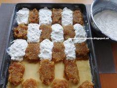 Koláče z hneteného cesta zbožňujem. Tento šťavnatý a krehký mrežovník je nenáročný na prípravu a chutí naozaj skvele. Kombináciu chutí ... Desert Recipes, Quick Easy Meals, Sweet Recipes, Gingerbread, Waffles, Cheesecake, Deserts, Food And Drink, Dishes