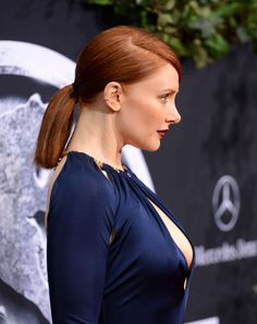 Bryce Dallas Howard - 'Jurassic World' Premiere in Hollywood Bryce Dallas Howard, Sleek Hairstyles, Beautiful Redhead, Beautiful Women, Foto Pose, Natural Women, Jessica Chastain, Jurassic World, Beautiful Actresses