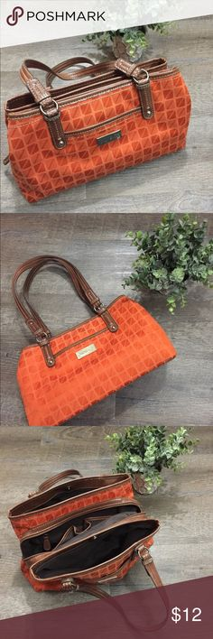 Nine West purse Like new and perfect for fall, this adorable burnt orange handbag is the cutest finishing touch for your wardrobe. Nine West Bags Shoulder Bags
