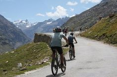 6-Day Parvati Valley Bike and Hike Cycling from the beautiful Kullu Valley to the spectacular Parvati Valley and ending with a trek to the magical village of Khir Ganga nestled high up in the Pir Panjal mountain range. This tour would give you the best overview for the Indian Himalayas! Day 1: You will be picked up at your hotel in Manali and start your cycling tour with a mostly downhill pass towards Bhuntar. On the way we will visit the beautiful Naggar castle and cycle thro...