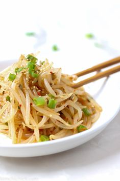This simple 10 minute Korean bean sprout salad is fresh crunchy and addicting Toss them into a stir fry enjoy it as a side dish mix into a salad or eat it as is No matter. Korean Bean Sprouts Recipe, Bean Sprout Recipes, Korean Salad Recipe, Bean Sprout Salad, Sprouts Salad, Korean Side Dishes, Easy Korean Recipes, Asian Recipes, Ethnic Recipes