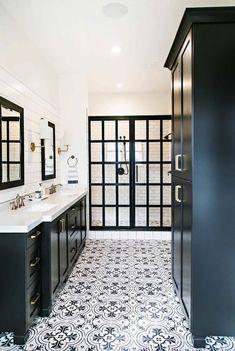 Incredibly stylish black and white bathroom ideas to inspire Bathroom Decor Home Decor Rustic Farmhouse. Black White Bathrooms, White Bathroom Decor, Bathroom Styling, Bathroom Interior Design, Bathroom Black, Black And White Bathroom Ideas, Dyi Bathroom, Bathroom Remodeling, Warm Bathroom