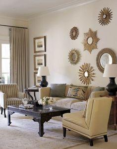 salon tradicional con espejos de sol de housebeautiful
