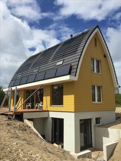 Finnhouse P&B woning 3785 op Vlieland. Energie neutraal door dampopen houtbouw met Aard warmte water pomp, PV panelen in pannen, zonnecollectoren en WtW installatie