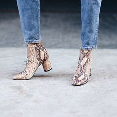 Bottines montantes + jean vintage court sur la cheville = le bon mix (blog WeWoreWhat)