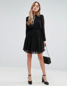 http://www.asos.fr/new-look/new-look-robe-plissee-et-froncee-avec-lien-a-lencolure/prd/7262224?iid=7262224