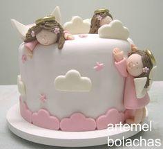Clientinha fofa queria um bolo beeeeem lindo para o batizado da filha. Poucas pessoas estariam presentes por isso ele teria que ser pe...
