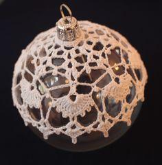 bombka szydełkowa - Her Crochet Crochet Christmas Decorations, Crochet Decoration, Crochet Ornaments, Holiday Crochet, Crochet Snowflakes, Beaded Ornaments, Xmas Ornaments, Xmas Decorations, Christmas Tree Bulbs