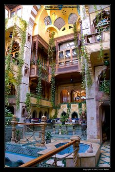 I would love yo meet this beautiful land after they stop war. <3 Islamic architecture/some Syrian houses still look like this on the inside. Luxurious settings