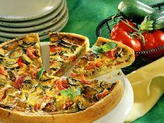 Zucchini quiche with tomatoes - Essen 2 Quiches und Tartes - Zucchini Quiche, Pizza Wraps, Dough Recipe, Main Meals, Eat Smarter, Vegetable Pizza, Vegetarian Recipes, Food And Drink, Veggies