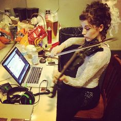 Lindsey Stirling warming up while reading emails. Photo from @thekidd1986 (Drew's) instagram