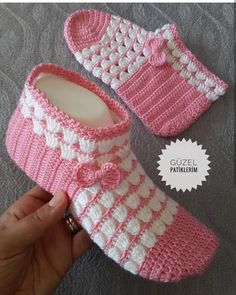 9 Tips for knitting – By Zazok T-shirt Au Crochet, Crochet Coat, Crochet Shirt, Knitted Slippers, Crochet Slippers, Crochet Clothes, Easy Crochet, Crochet Earrings Pattern, Crochet Slipper Pattern