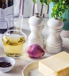 Máslová omáčka s vínem beurre blanc   Recepty Albert Garlic, Pudding, Vegetables, Desserts, Food, Tailgate Desserts, Deserts, Custard Pudding, Essen