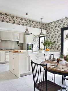 Lovely New York - Nuevo Estilo House Without Walls, Classical Kitchen, Gaston Y Daniela, Getaway Cabins, Planter Boxes, Wall Spaces, Elle Decor, Home Kitchens, Solid Wood